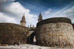 Muralla romana. Puerta de Santiago