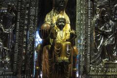 450px-Statue-Madonna-von-Montserrat