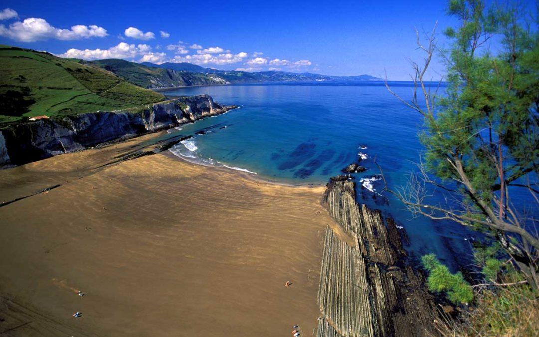 Испания – лучшее место для пляжного отдыха! Новый рекорд 577 голубых флагов на пляжах Испании в 2015
